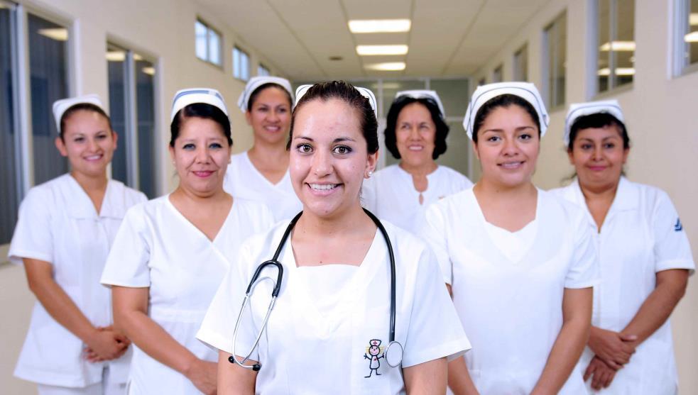 Pugnan enfermeras por reconocimiento social y económico -